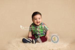 happy baby-sitting-photography-jana