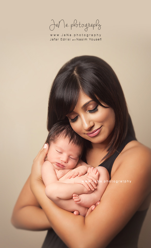 Vancouver-newborn-photography-mom-jana
