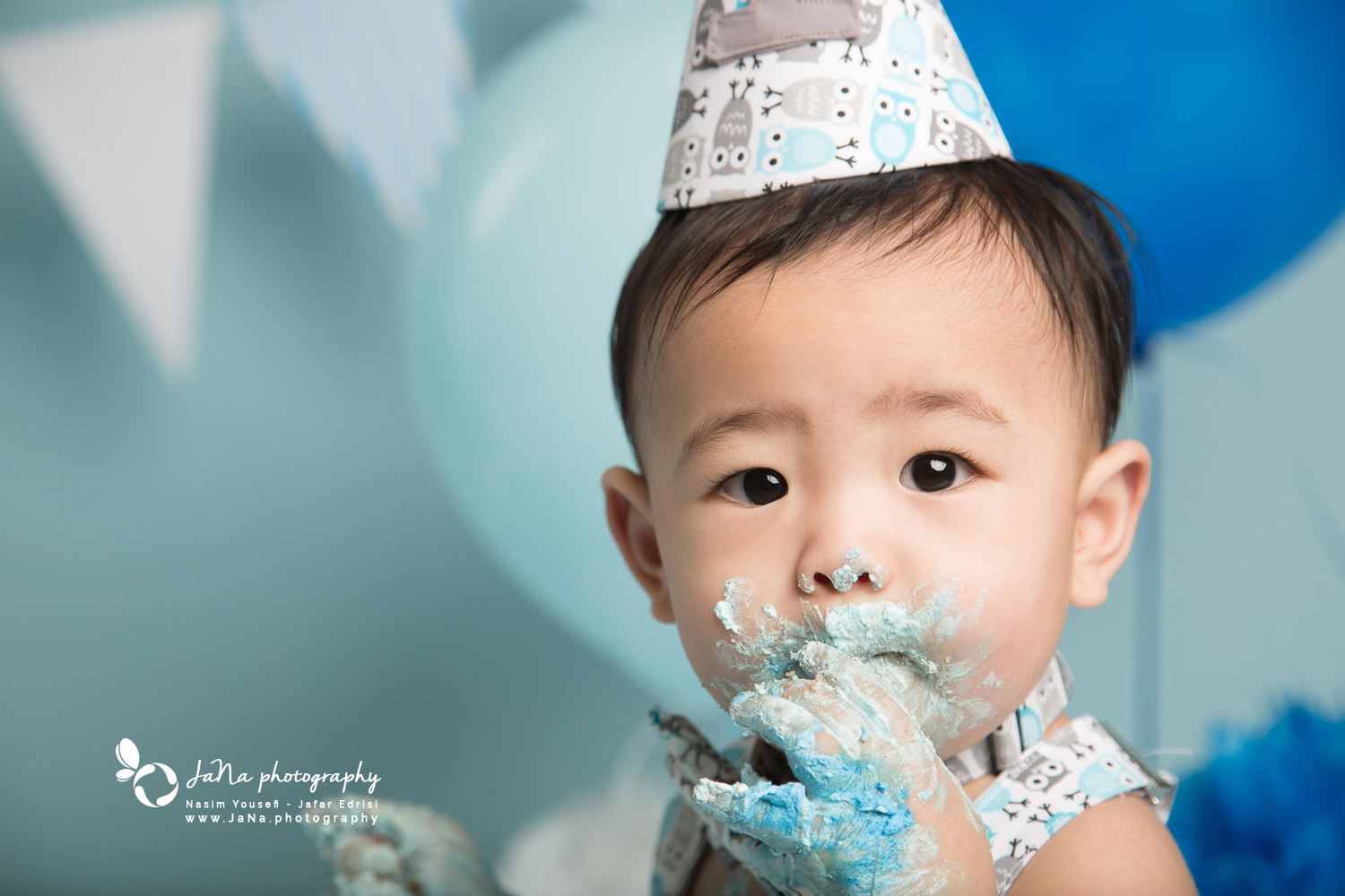 Vancouver cake smash photography | Nathan