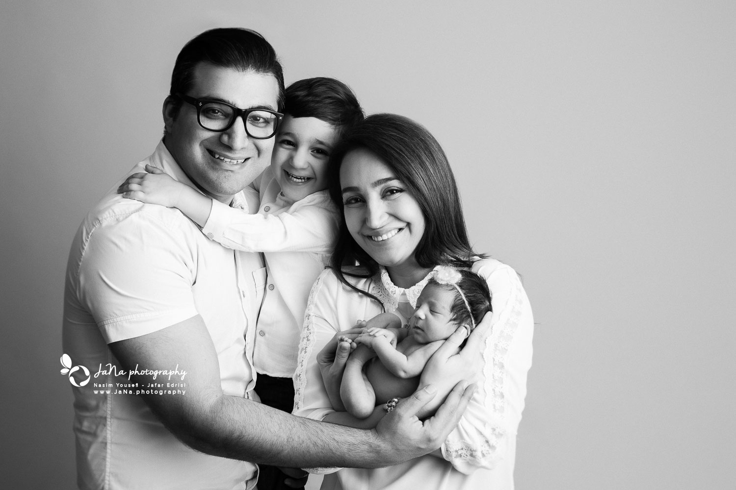 family newborn photography - north vancouver - jana - sibling brother - black and white