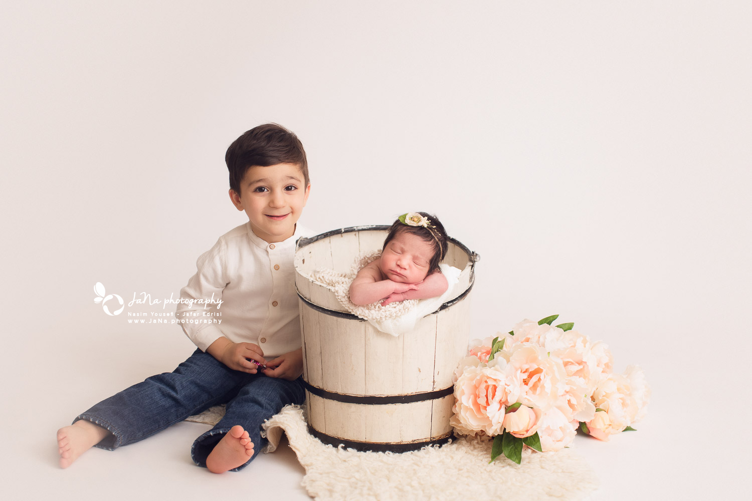 newborn photography - sibling - brother - jana