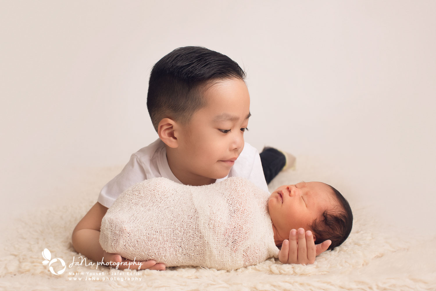 Newborn photography Vancouver - Siblings
