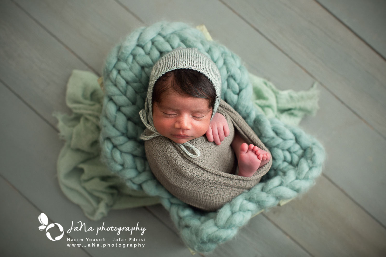 Newborn photography Burnaby - green small bed
