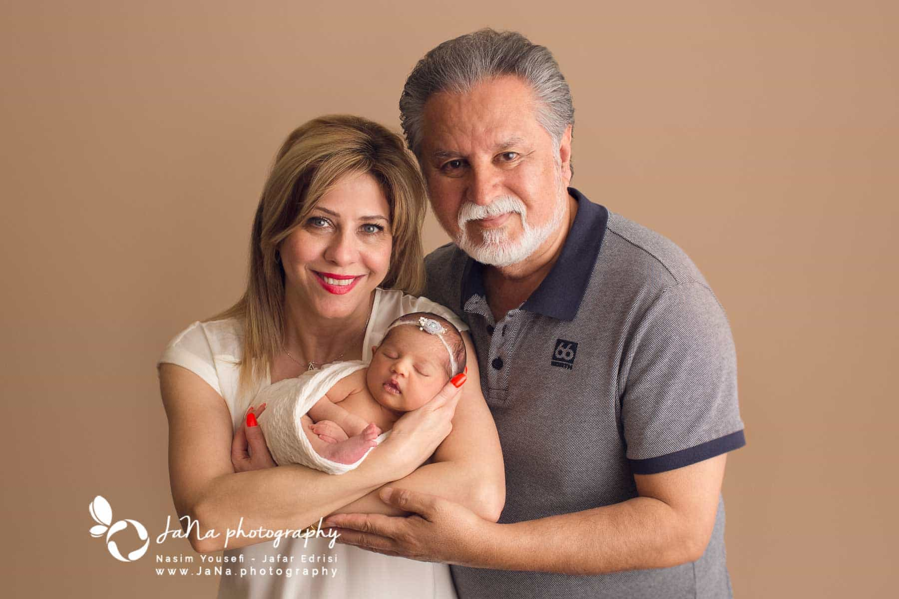 Newborn_photography_Vancouver grandparents