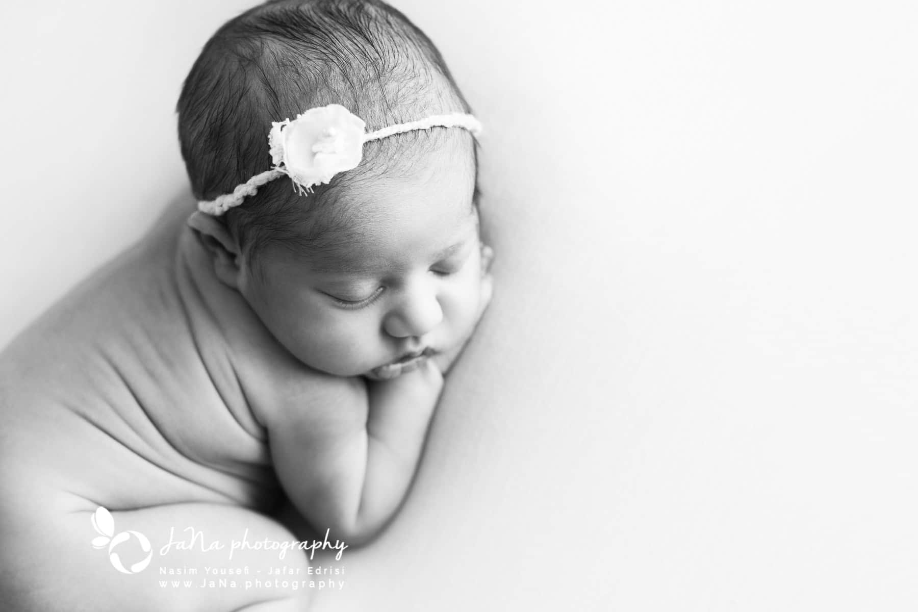 Newborn_photography_Vancouver_Black and white