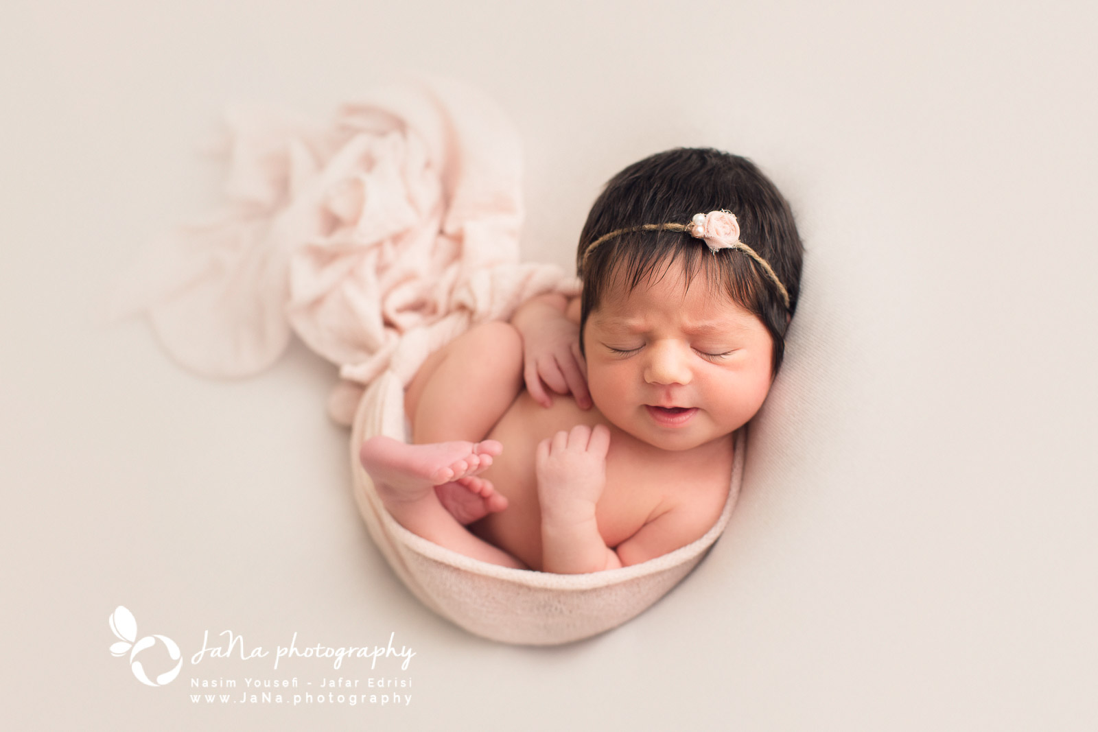 North Vancouver, newborn photography Hero