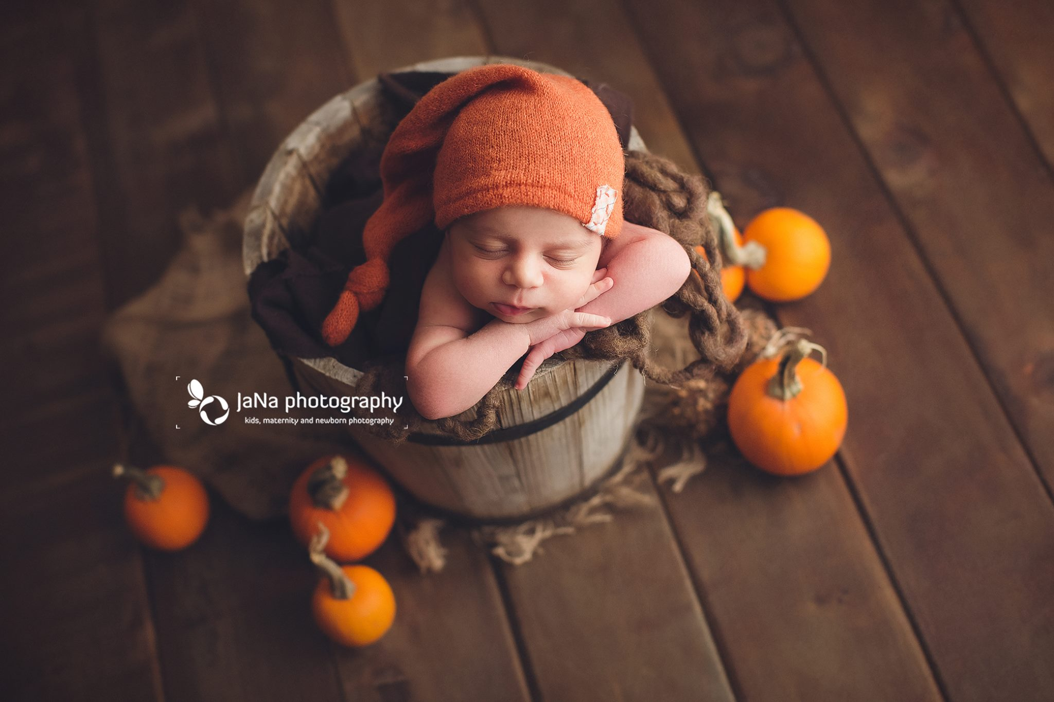 newborn photography - fall - pumkin