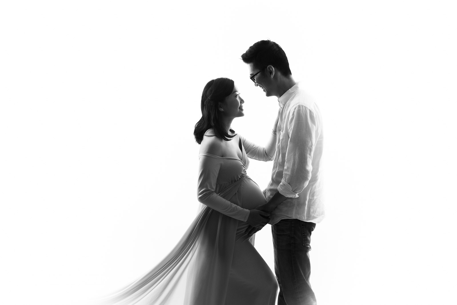 Burnaby maternity photography family - black and white