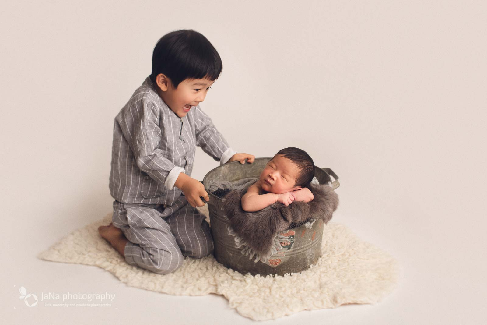 Burnaby newborn photography - sibling