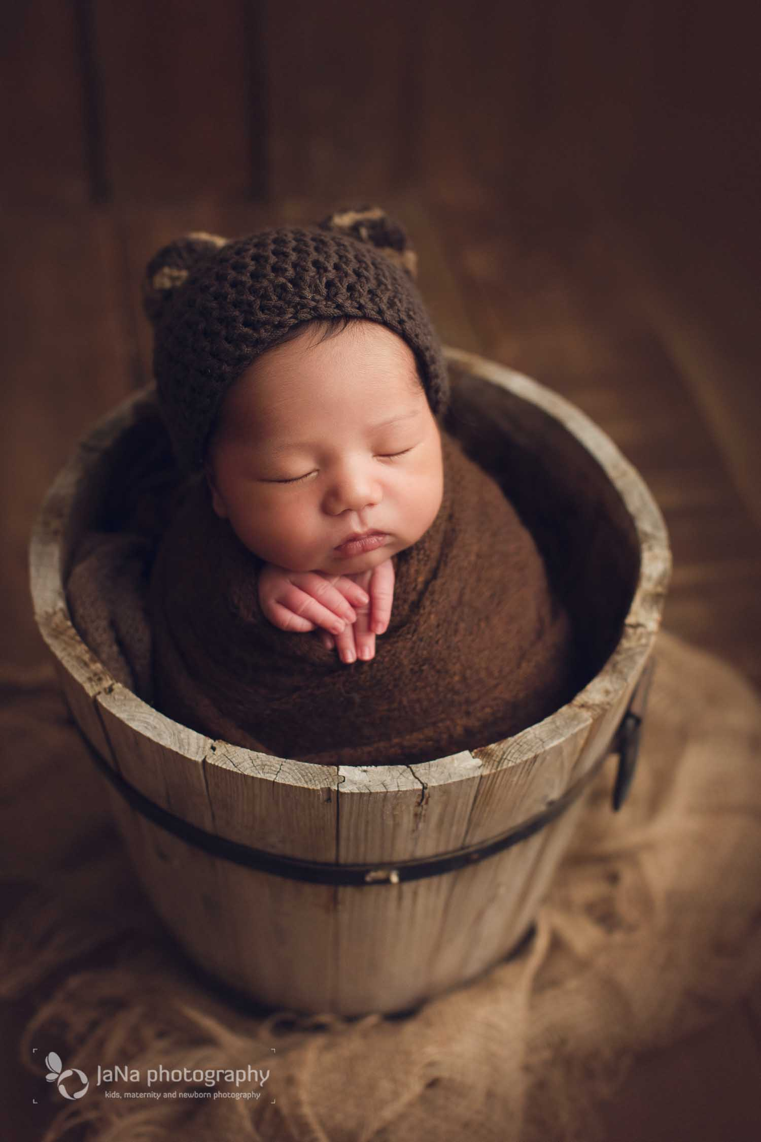 Richmond newborn photography - brown