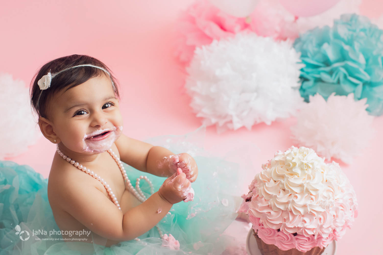 Vancouver Burnaby cake smash photography