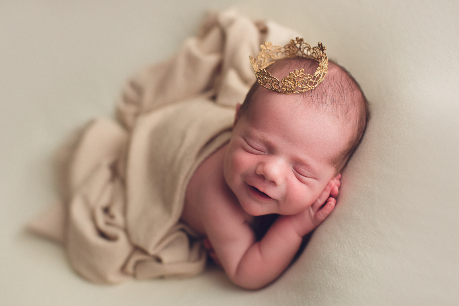 vancouver burnaby newborn photography - luca - smile - crown