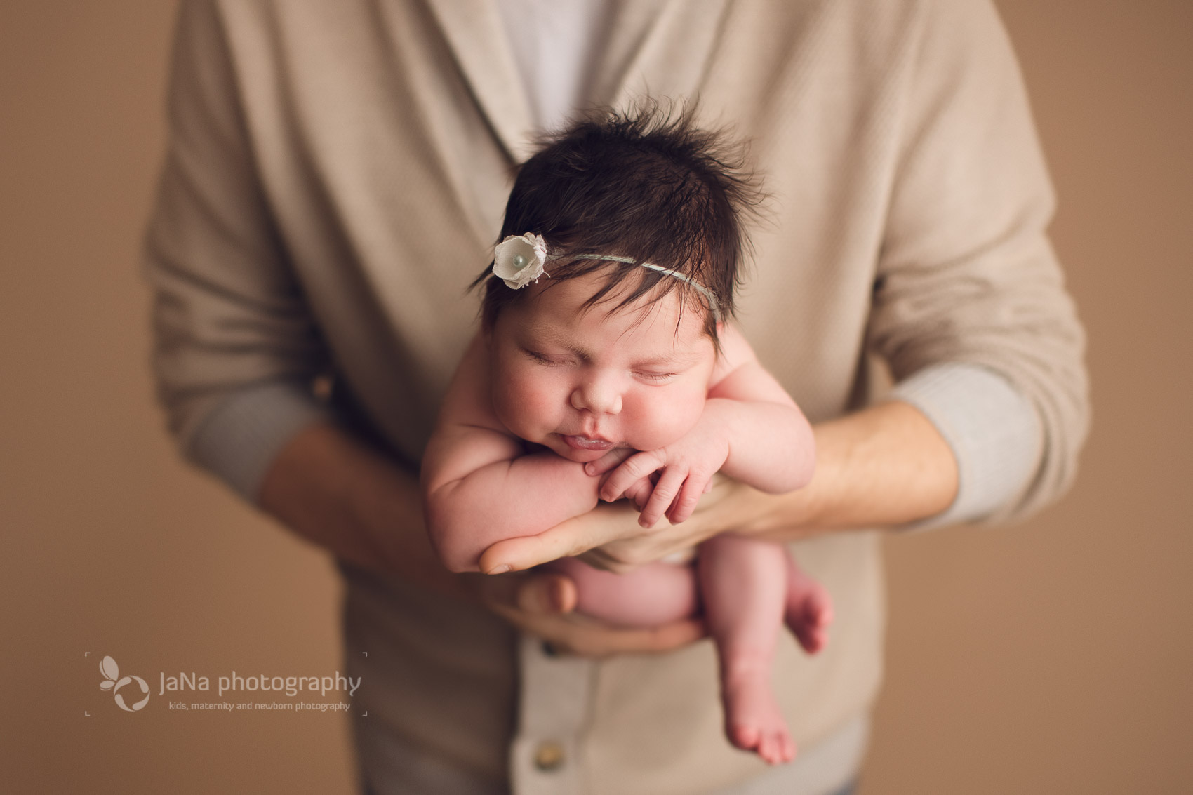 Vancouver, Burnaby newborn photography - Ana and dad