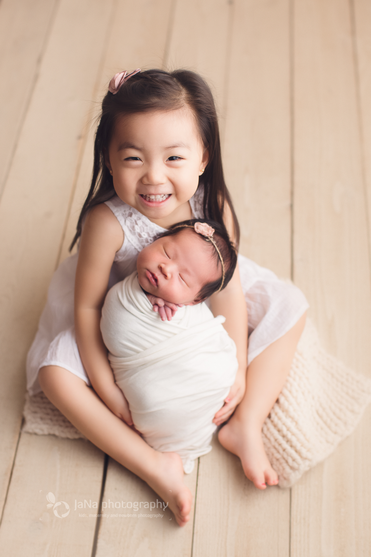 Newborn photography with siblings - Vancouver and Burnaby