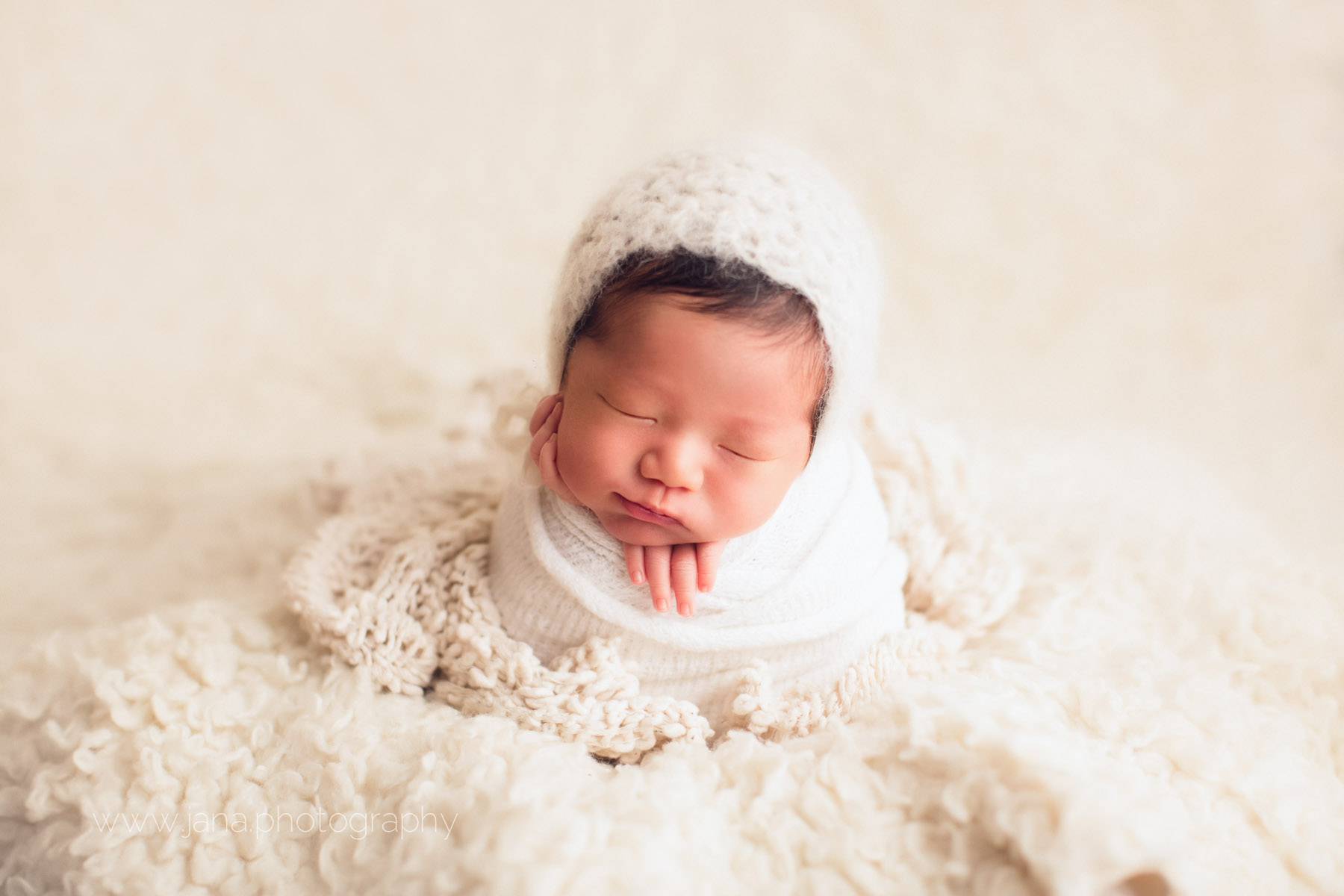 Newborn photography - white hat