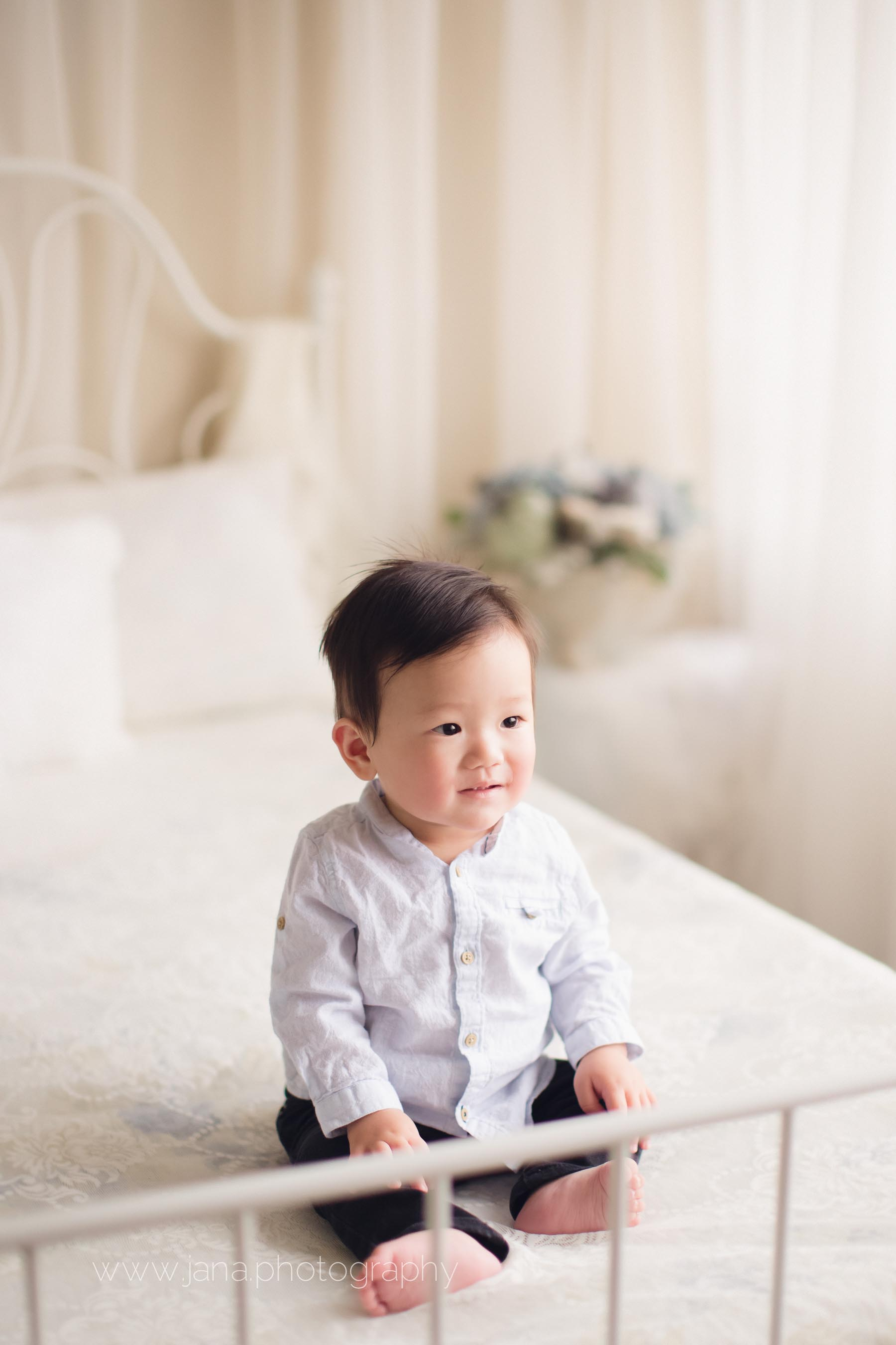 cake smash - baby photography -natural light bed