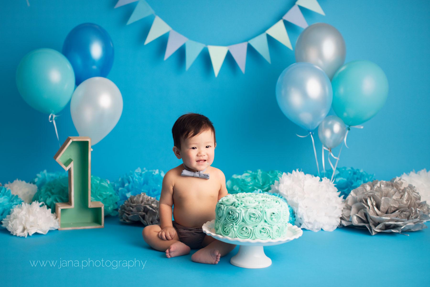 cake smash - baby photography  - blue setup