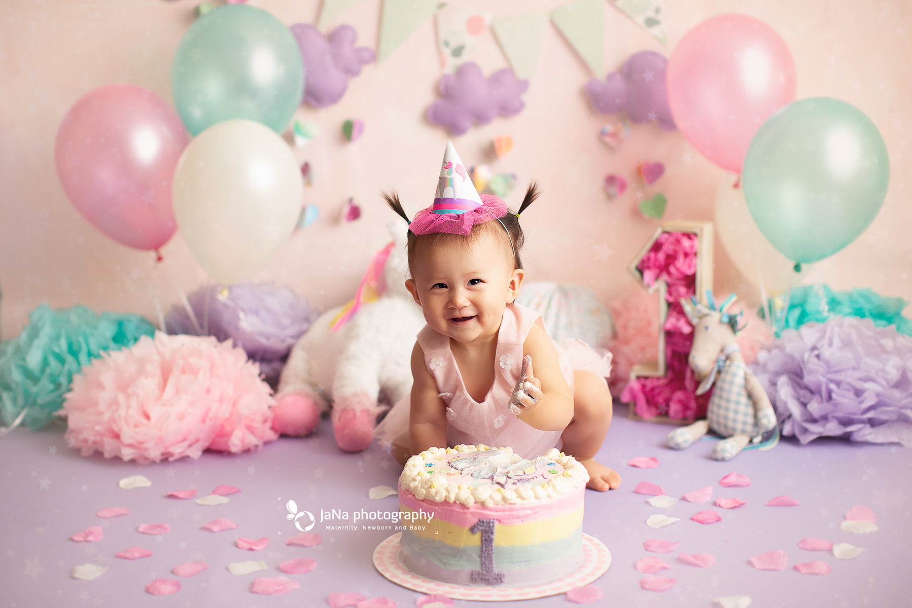 Vancouver cake smash photography | Unicorn theme