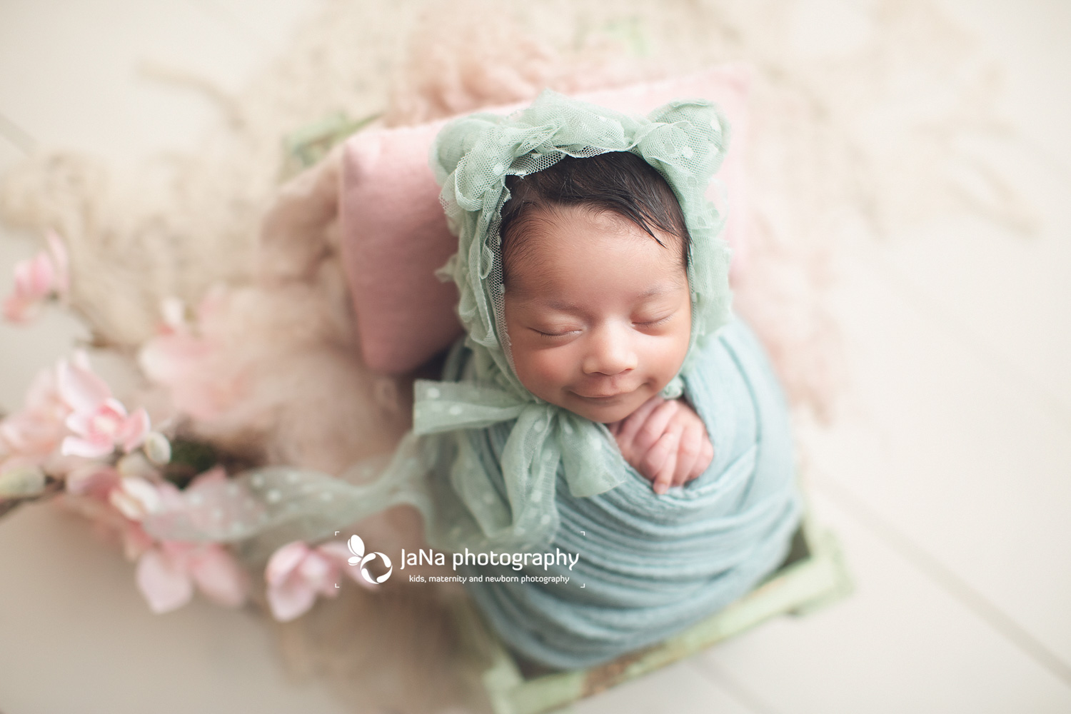 lovely smile-newborn photography-jana-prep