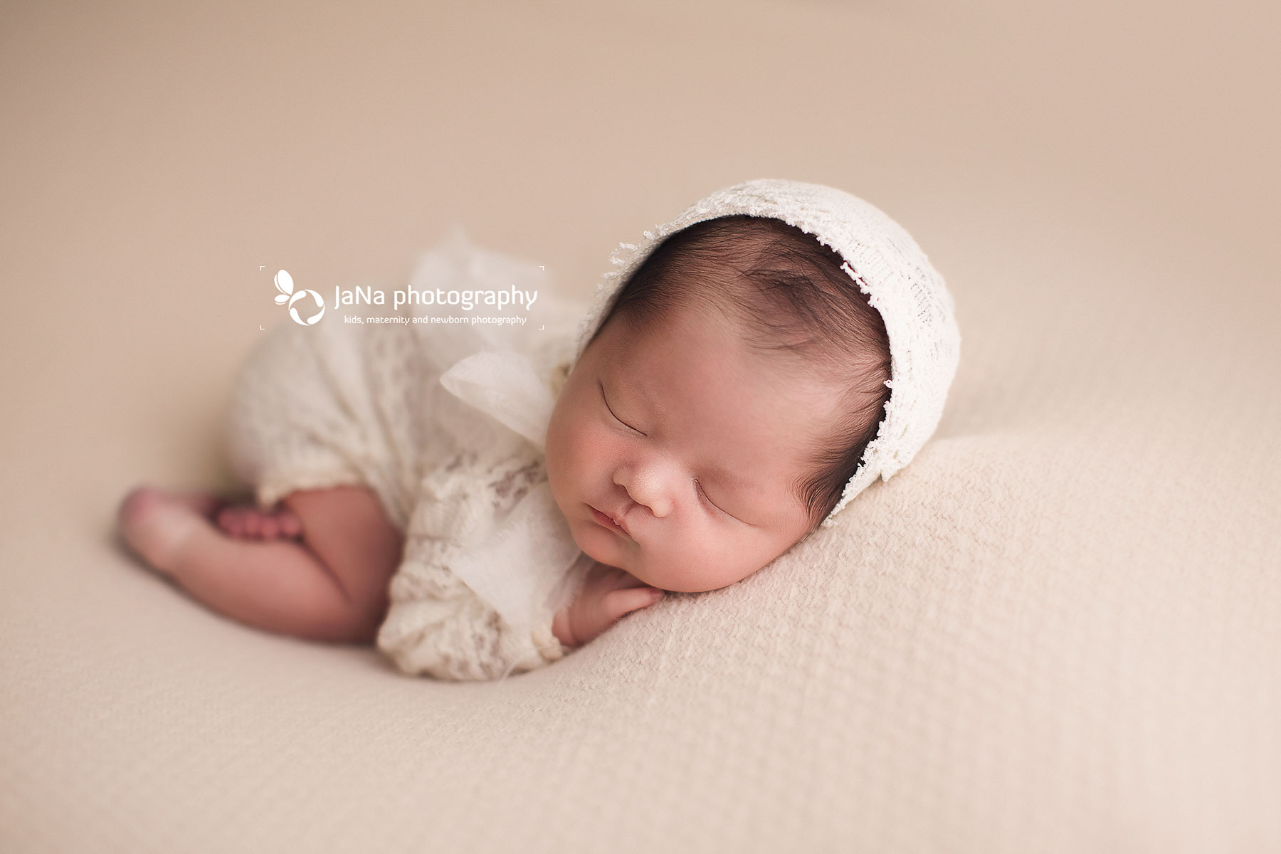 white setup-baby girl photos-jana