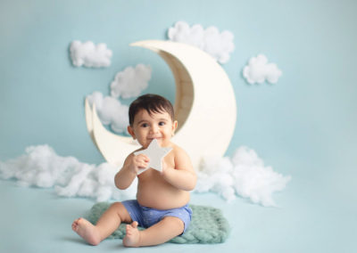 baby boy holing start in a moon background | jana photography