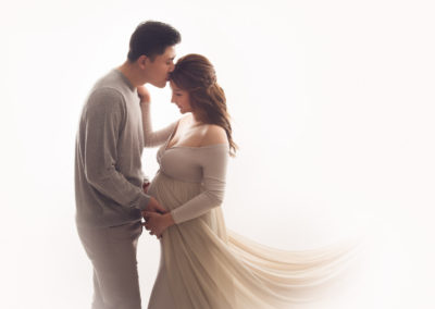gray-creamy-couple-pregnancy-maternity-pose