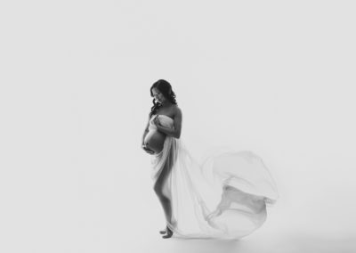maternity-picture-studio-session-white-fabcflow-fabrictoss