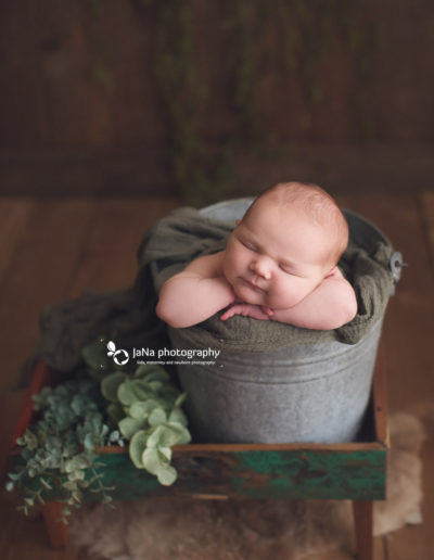 newborn-baby-boy-brown-bucket-pose
