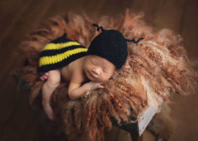 newborn photography baby boy - bee outfits | Vancouver-jana photography