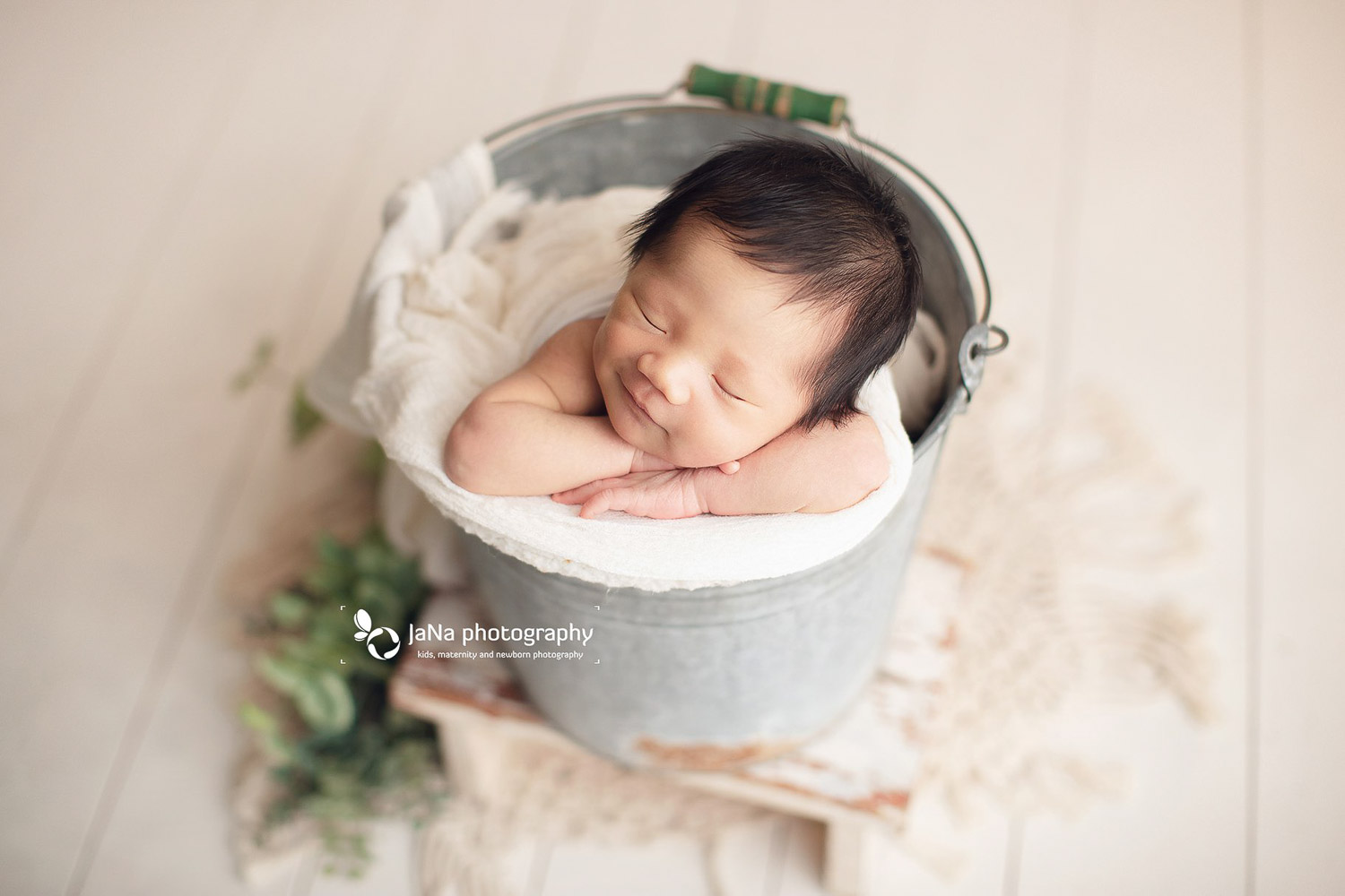 posing babies in a gray and white bucket | jana photography| VanVancouver BC