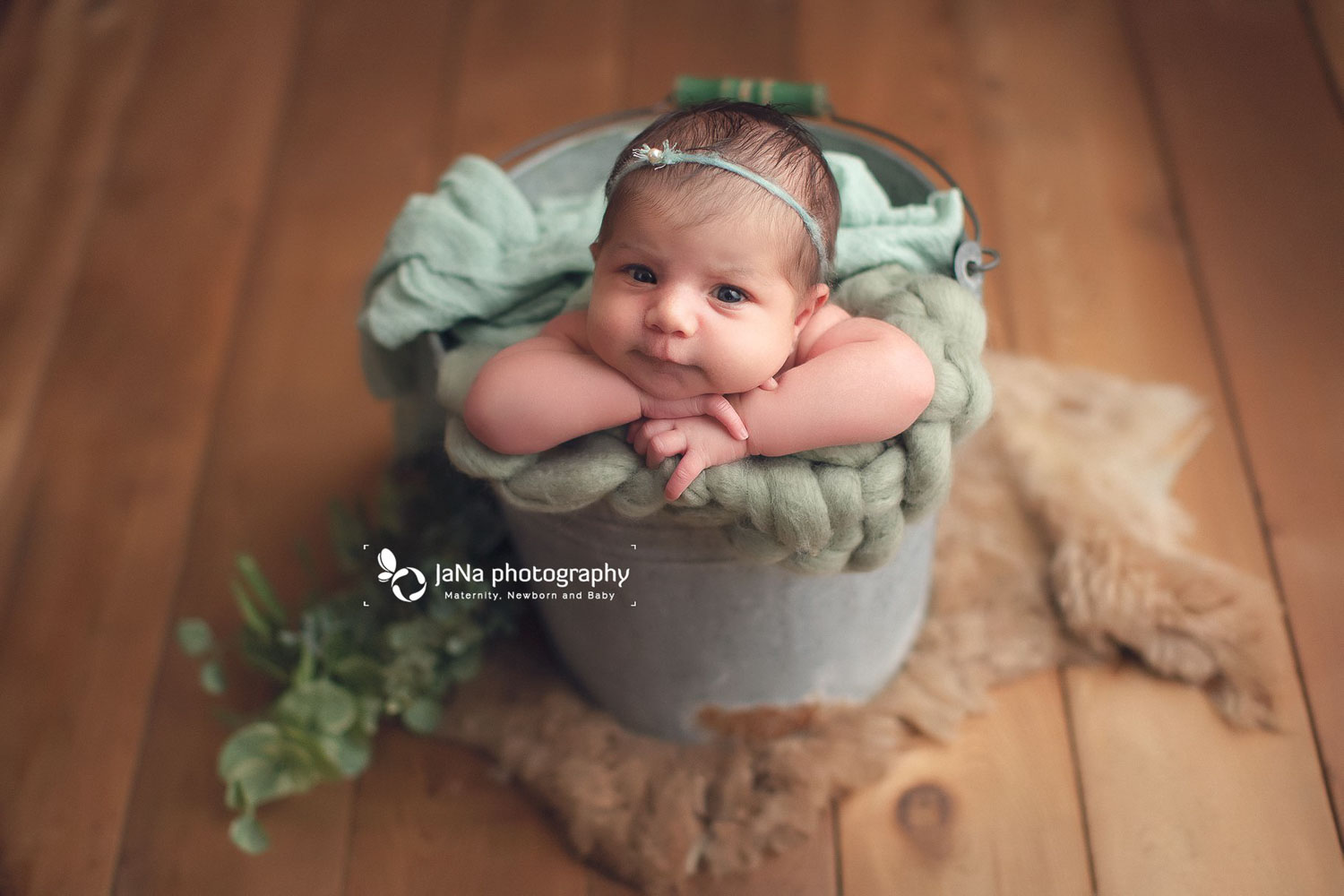 baby girl posing in a bucket with open eyes | jana photography