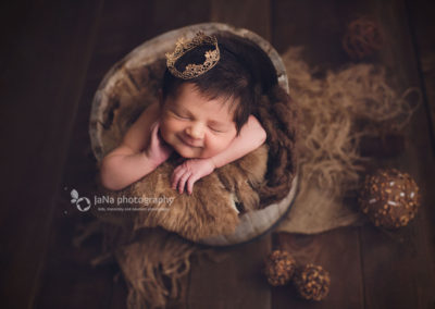 newborn-baby-girl-smile-bucket-jana-photography