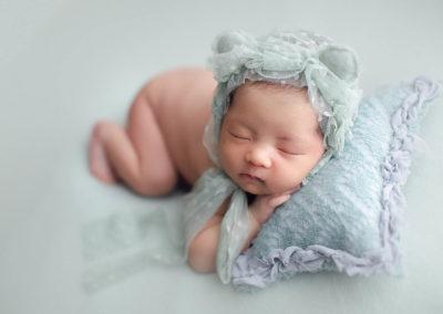 newborn-photography-baby-girl-green-setup
