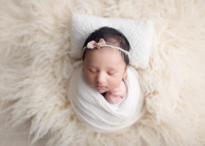 newborn-photography-vancouver-white-wrap-fur