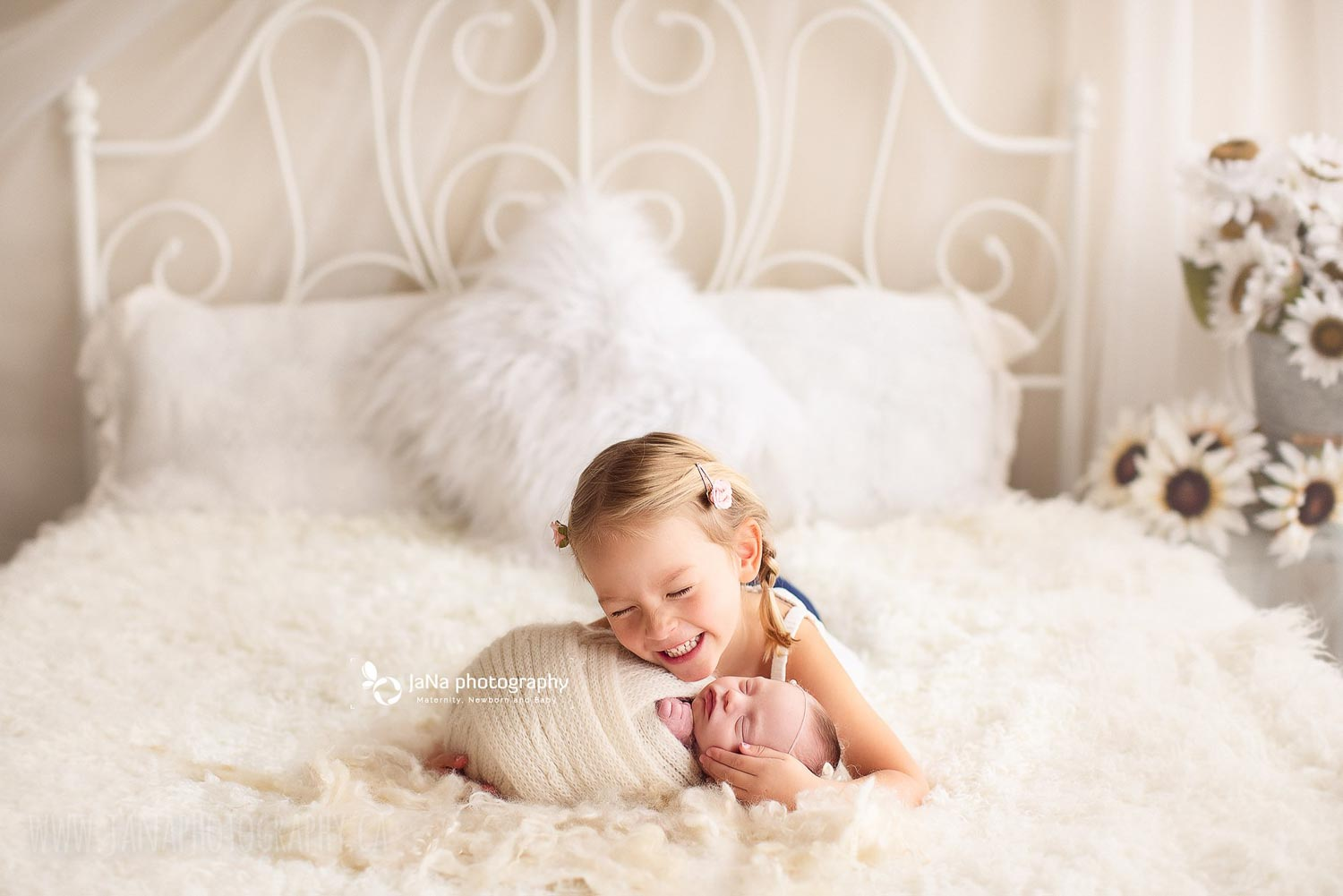 sibling and newborn photography at home - natural light