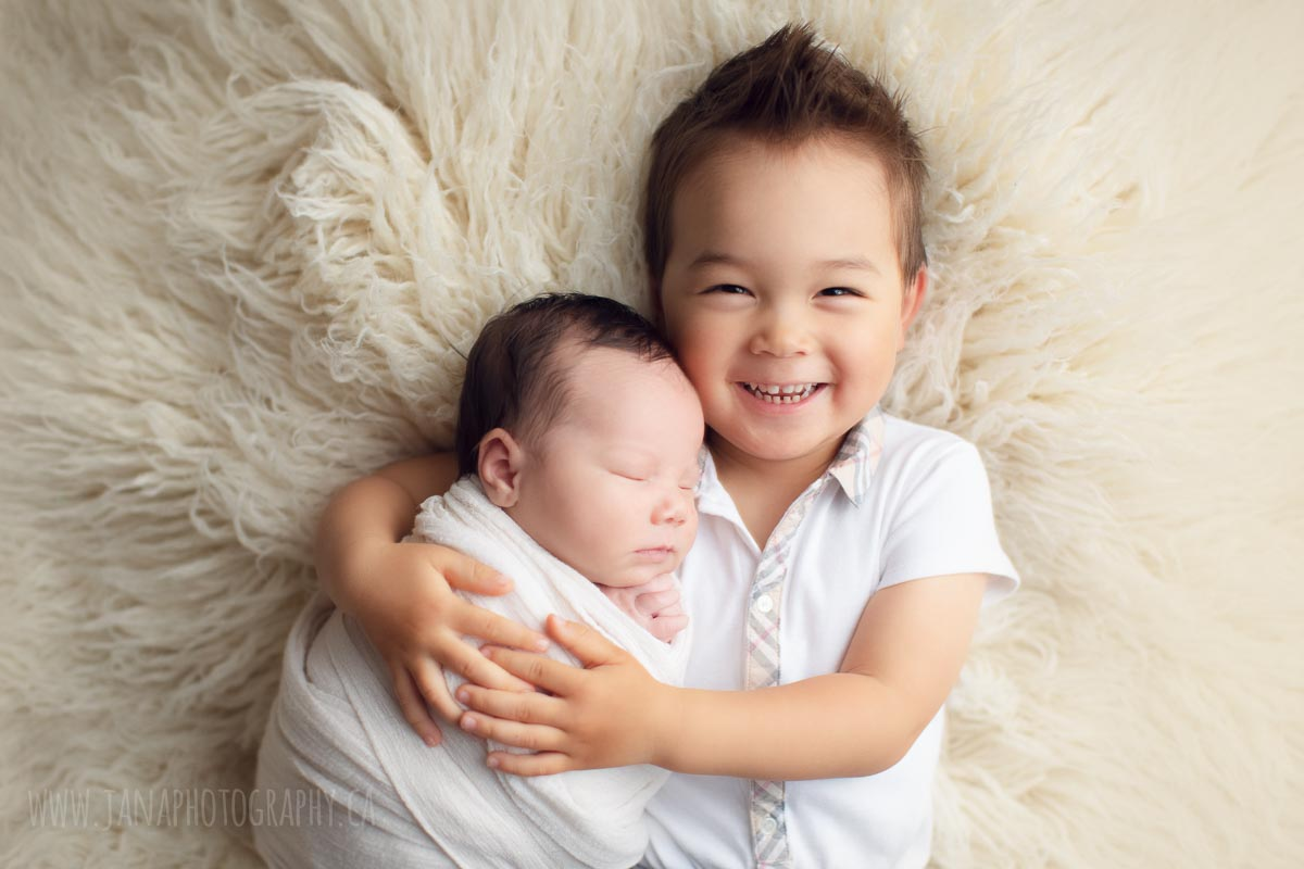 sibling newborn baby photography - jana photography vancouver