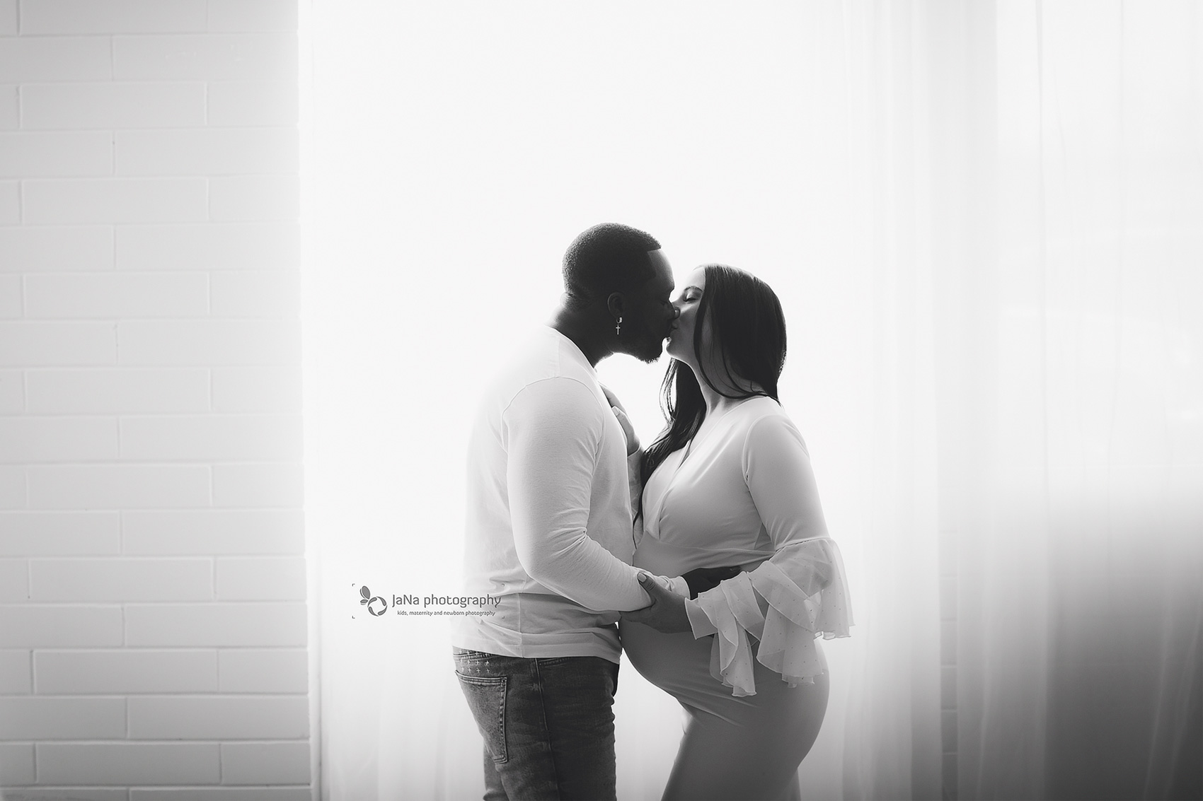 natural light- maternity -photography black and whites