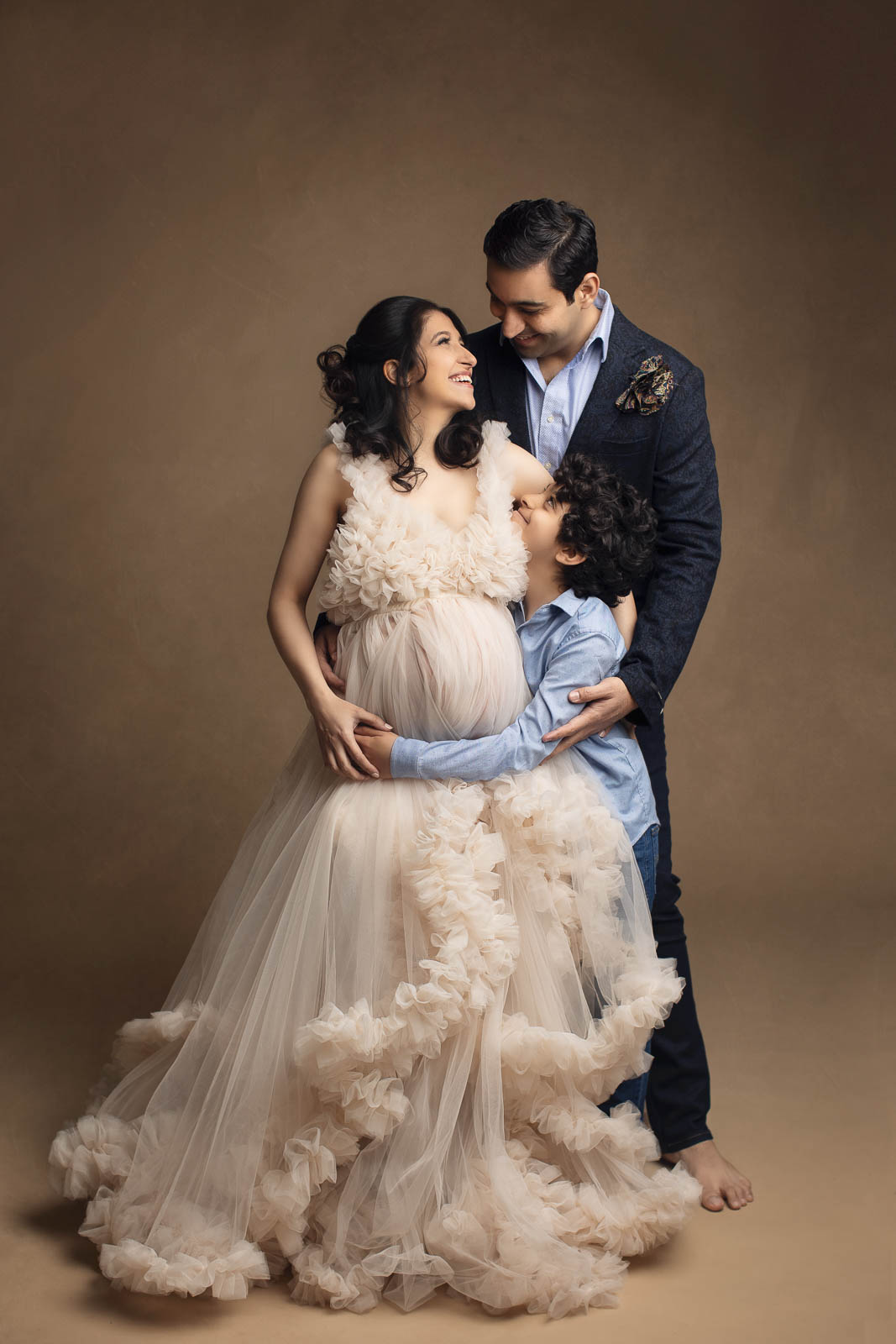 maternity photo with partner and sibling